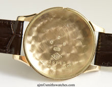 DELUXE SMITHS MADE IN ENGLAND LARGE SIZED  18 JEWEL 9CT GOLD WRISTWATCH C 1955