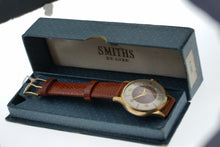 SMITHS DELUXE MADE IN ENGLAND MODEL A359 FANCY EXOTIC LIZARD INLAID DIAL WRISTWATCH ORIGINAL BOX