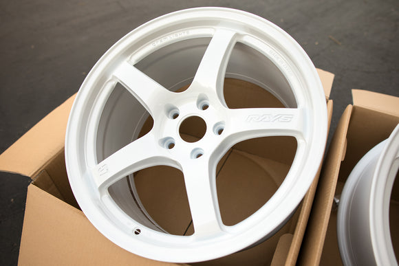 Rays Gram Lights 57CR 18x9.5 +38 5x114.3 Ceramic White Pearl