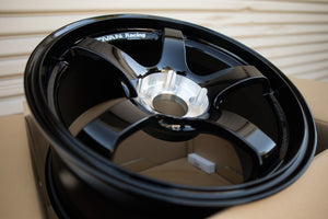 Advan TC III 18x9.0 +25 5x114.3 Racing Gloss Black