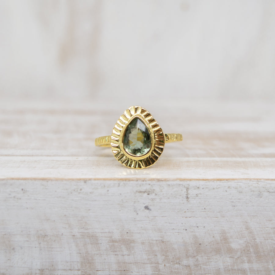 SELENA LIGHT GREEN TOURMALINE RING - GOLD