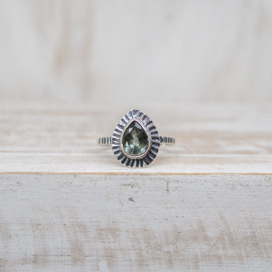 SELENA LIGHT GREEN TOURMALINE RING - SILVER