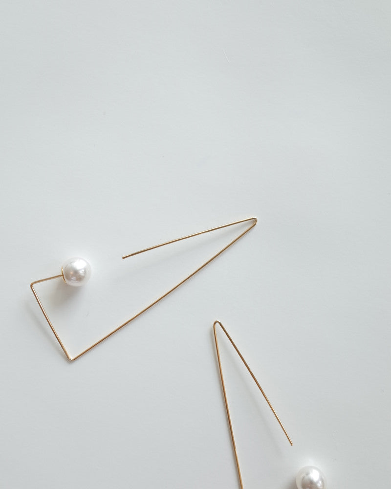 pearl earring in triangular pull through