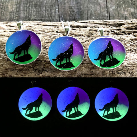 Aurora Borealis Howling Wolf Glow in the dark Necklace