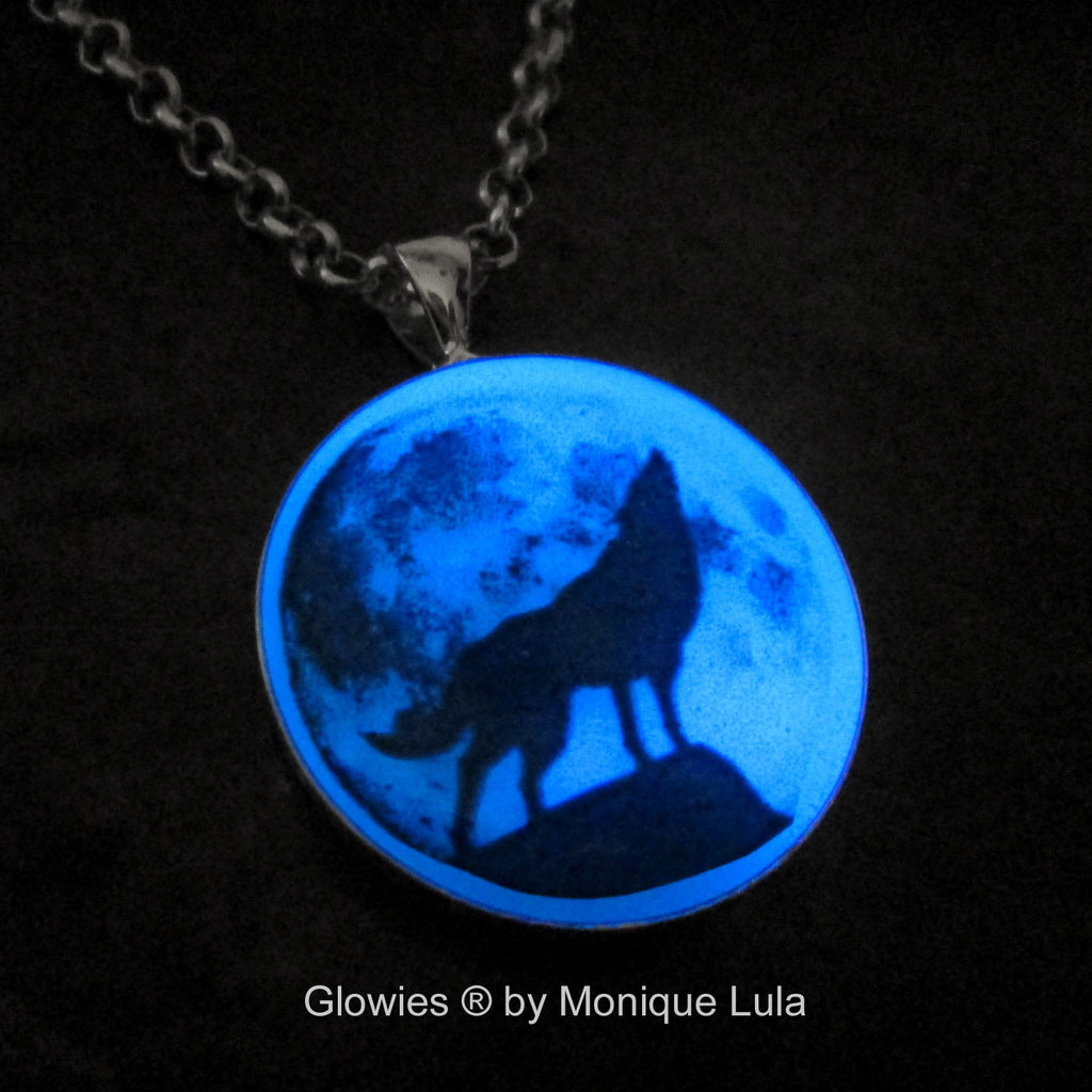 Blue Howling Wolf Full Moon Glow Necklace