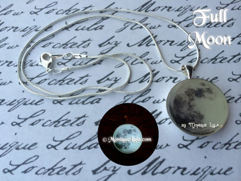 Full Moon Glowing Necklace Silver
