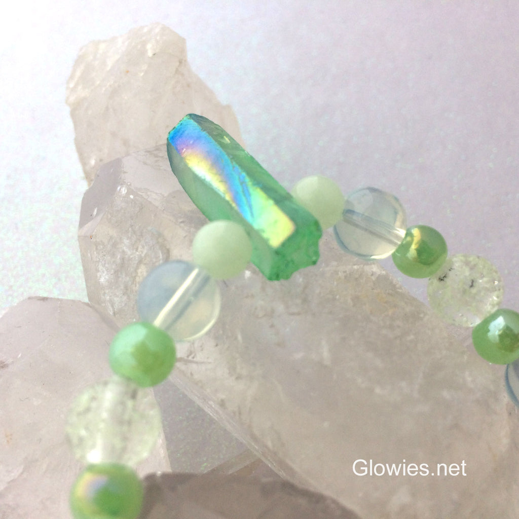 Green Aura Crystal Glow Glass Bracelet