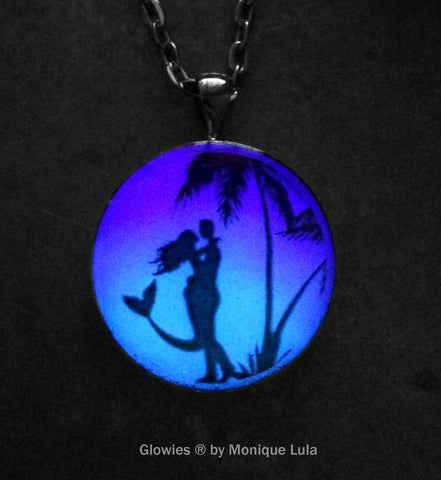 Mermaid Kiss Glow Art Necklace