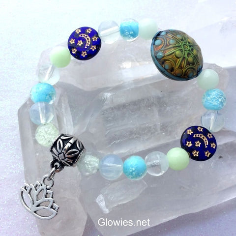 Color Changing Mood Mandala Glow Glass Bracelet