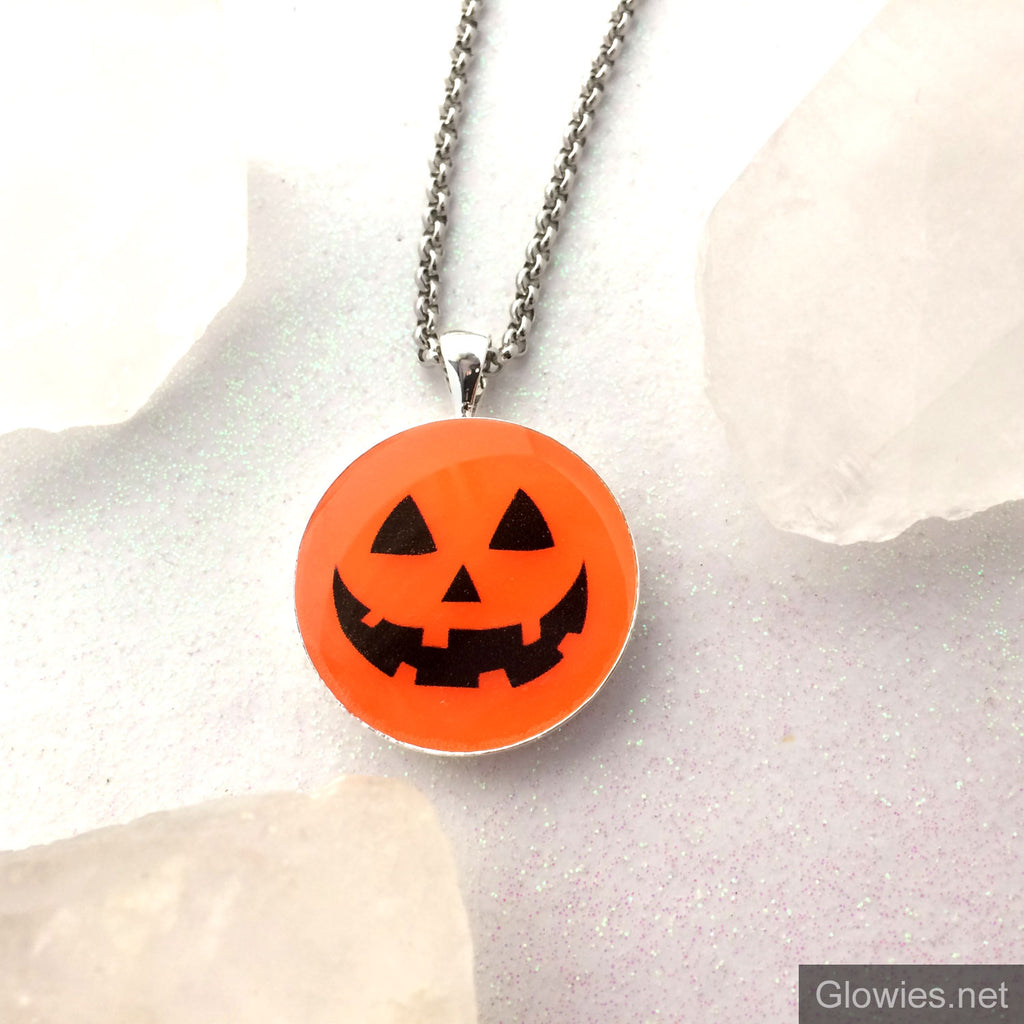 Jack O' Lantern Face Pumpkin Glow Necklace