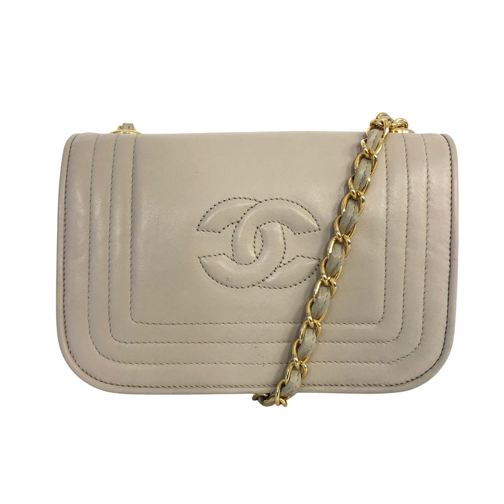 Chanel Chanel Logo Crossbody bag Lambskin Leather - Crossbody bags - Etoile Luxury Vintage