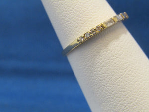 14KT YELLOW GOLD ROUND AND BAGUETTE DIAMOND BAND .25CTS TOTAL WEIGHT