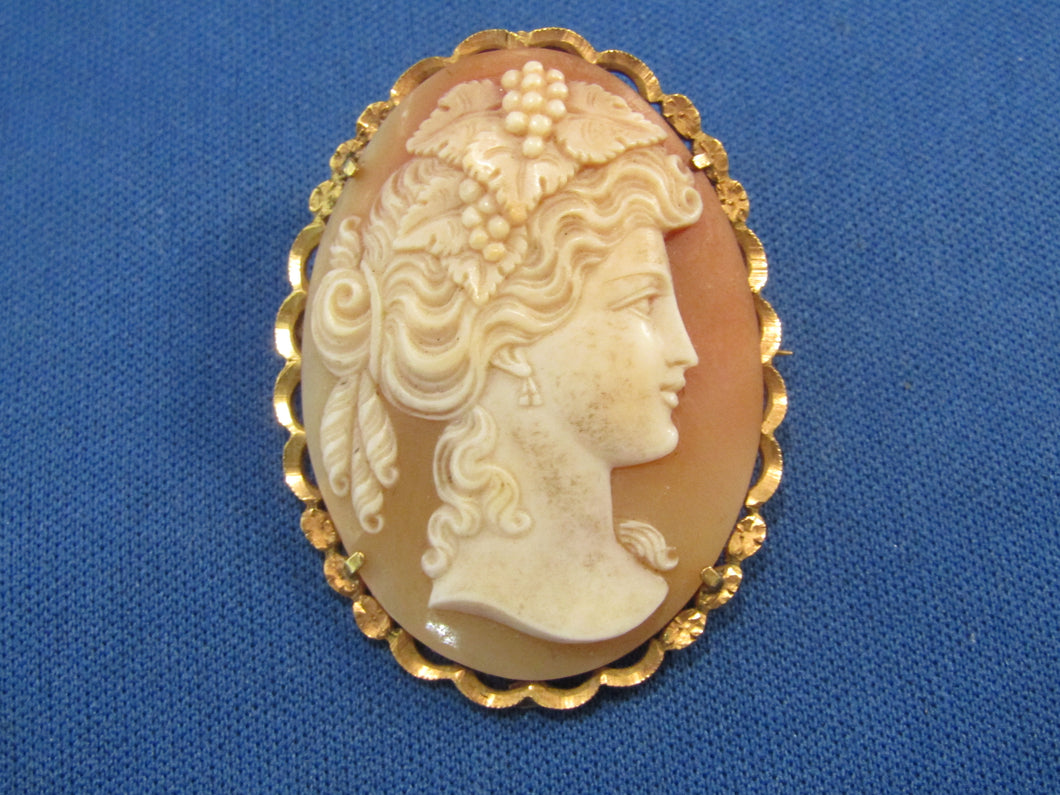 ANITQUE 18KT YELLOW GOLD CARVED CAMEO...BEAUTIFUL...AND HYPNOTIZING