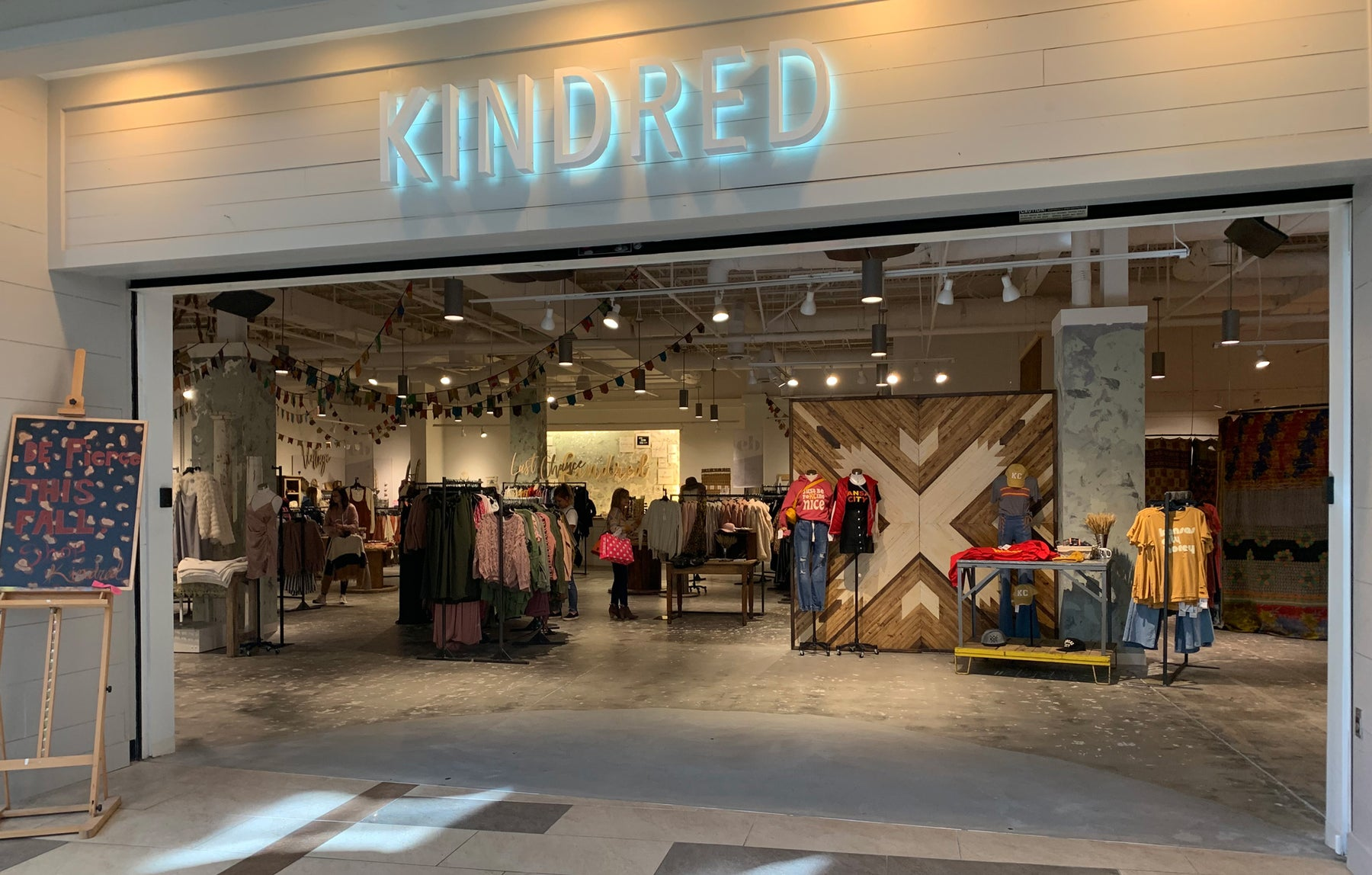 The Kindred Shops in Oak Park Mall