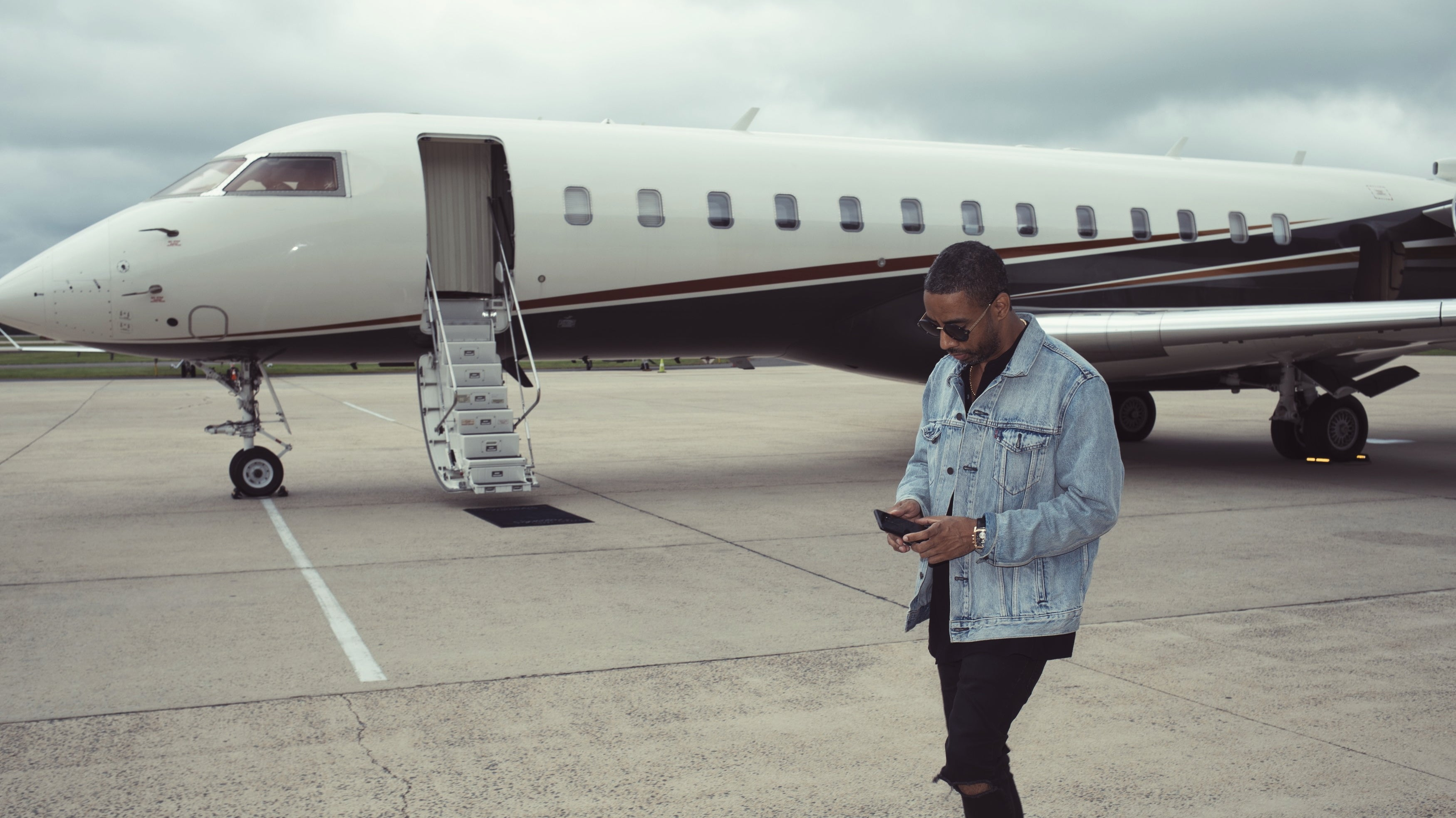 ryan_leslie_private_jet_by_lee_williams