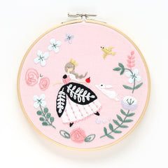 Anna & Lapin - Snow White Embroidery Hoop Kit