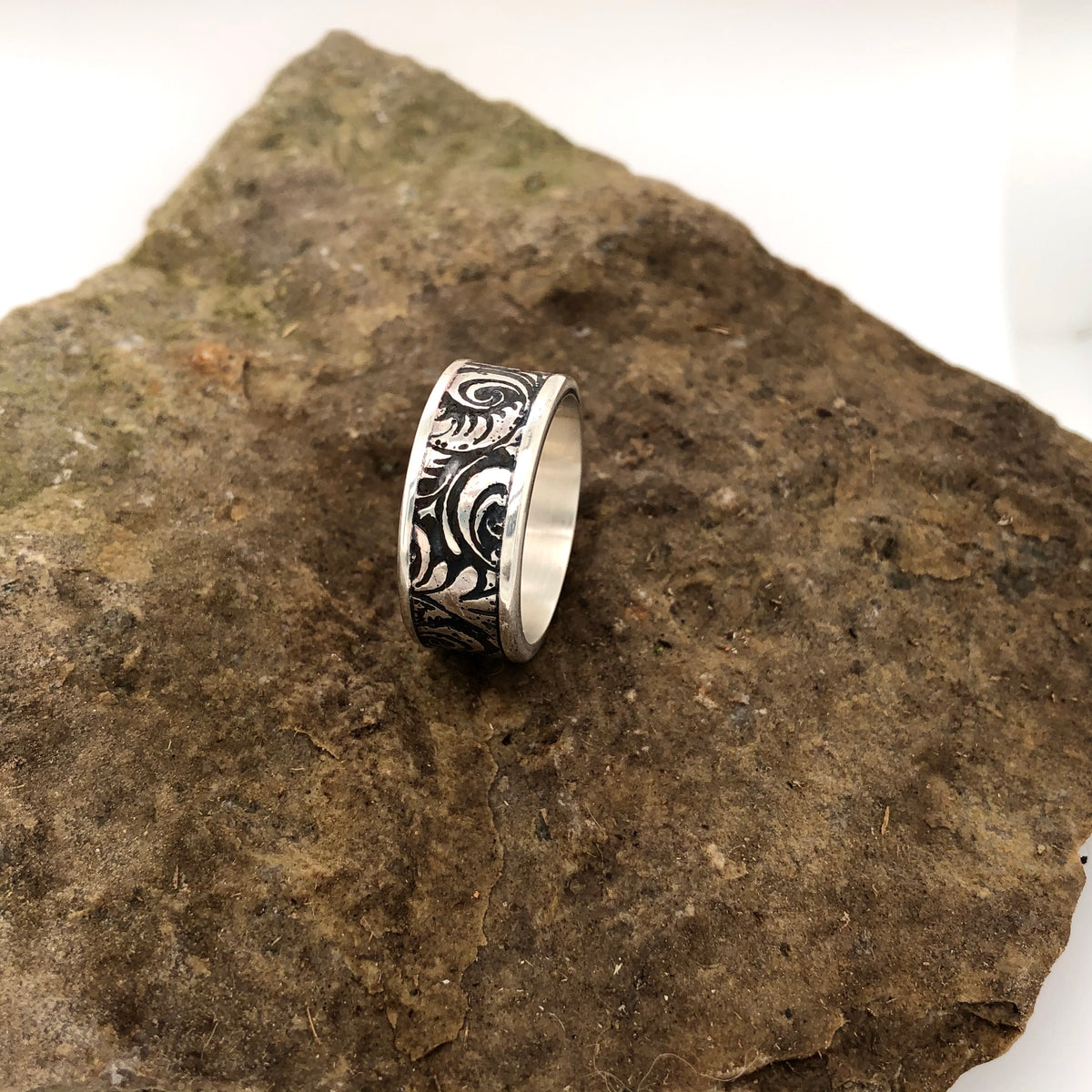 Contrasting Florals Thick Band Ring