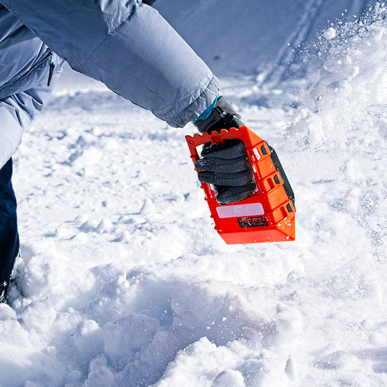 throwing snow with a stayhold safety shovel mini snow scoop