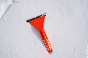 Stayhold ICE SCRAPER+SQUEEGEE lying on snow
