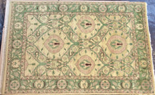 Load image into Gallery viewer, Traditional 6 x 9 Beige Rug #51011