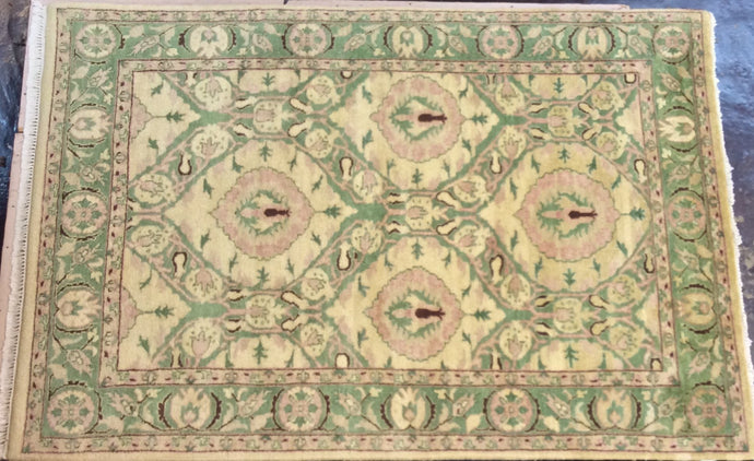 Traditional 6 x 9 Beige Rug #51011