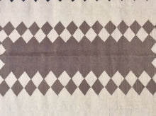 Load image into Gallery viewer, Kilim 4 x 6 Ivory, Black Rug #17044