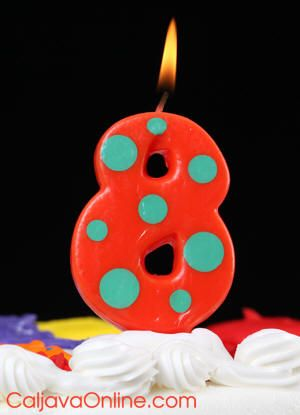 polka dott number 8 candle