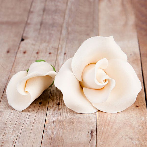 English Rose Blooms & Buds in Ivory are gumpaste sugarflower cake decorations perfect as cake toppers for cake decorating fondant cakes and wedding cakes. Caljava wholesale cake supply.