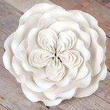 Ready-made by hands from gum paste, this pre-wired heritage rose can be easily placed on cakes and offer a way of decorating hassle free for both professional and amateur decorators. Achieve a realistic appearance and make your cakes blossoms into beautiful creations.