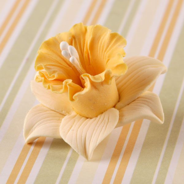 Mixed Colors of Gumpaste Daffodil Sugarflowers are perfect cake decorating fondant wedding cakes & cupcakes. Handmade cake toppers from gumpaste/fondant. Wholesale sugarflower. Caljava Bakery Supplies