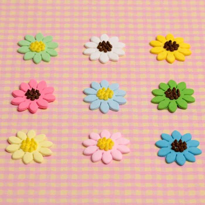 Mini Flat Gerbera sugarflower cupcake toppers. Great for decorating your own cupcakes and cakes. Made from fondant.