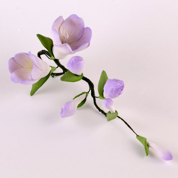 Edible Purple Freesia Filler Sprays sugar flower cake toppers and cake decorations perfect for cake decorating rolled fondant wedding cakes, cupcakes and birthday cakes and cupcakes.  Edible Cake Decoration and wholesale cake supplies.