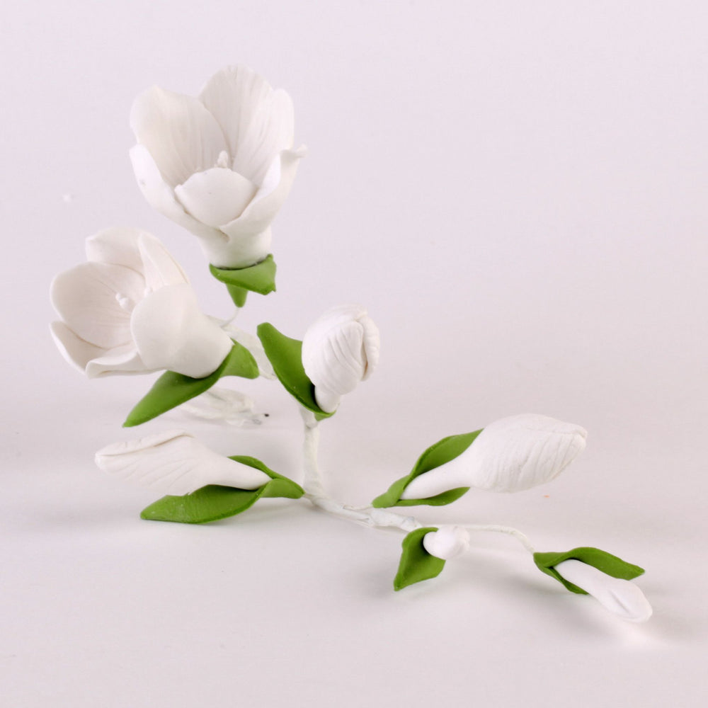 Edible White Freesia Filler Sprays sugar flower cake toppers and cake decorations perfect for cake decorating rolled fondant wedding cakes, cupcakes and birthday cakes and cupcakes.  Edible Cake Decoration and wholesale cake supplies.