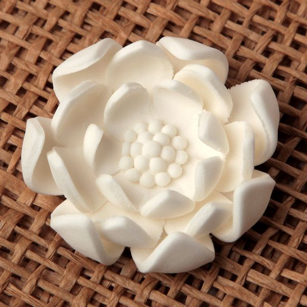 Unwired White Petite Gumpaste Lotus