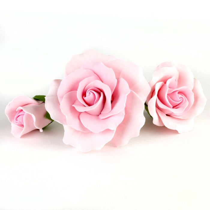 Mixed sizes of peach Gumpaste Roses handmade sugar cake decorations and cake topper perfect for rolled fondant wedding cakes and birthday cakes cake decorating. Wholesale sugarflowers and cake supply. Caljava