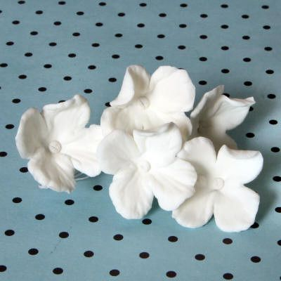 White Hydrangeas sugarflowers gumpaste cake decorations perfect for cake decorating fondant cakes as a cake topper.  Wholesale bakery supplies.