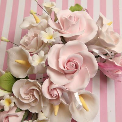 Gumpaste Rose & Calla Lily spray cake topper perfect for cake decorating fondant cakes & wedding cakes.  Wholesale cake decorating supply.  Edible cake decor. Large Tea Rose & Calla Lily Sprays - Pink