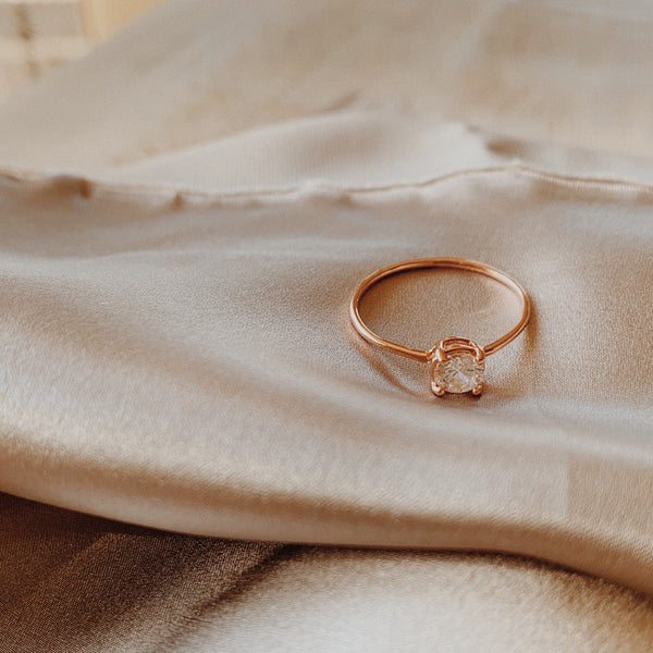 Rose gold ring with 5mm round stone basket.