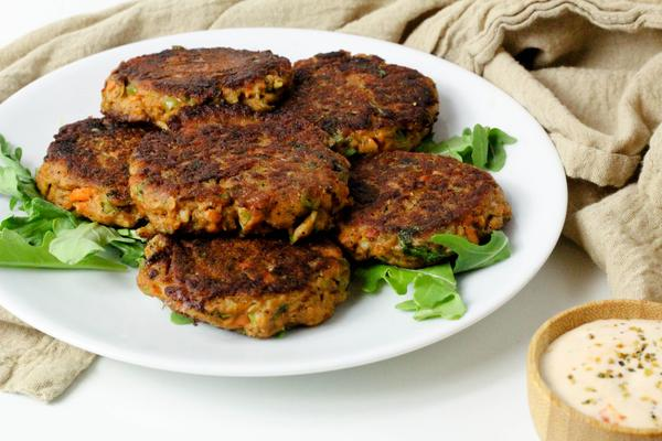 Simple Summer Salmon Cakes Whole30