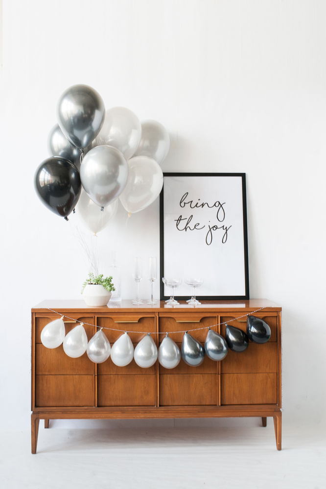 Shadow Mini Balloon Garland
