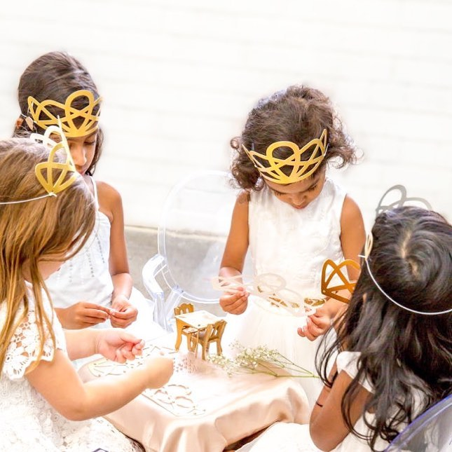Gold Duchess Party Crowns (8 pack)