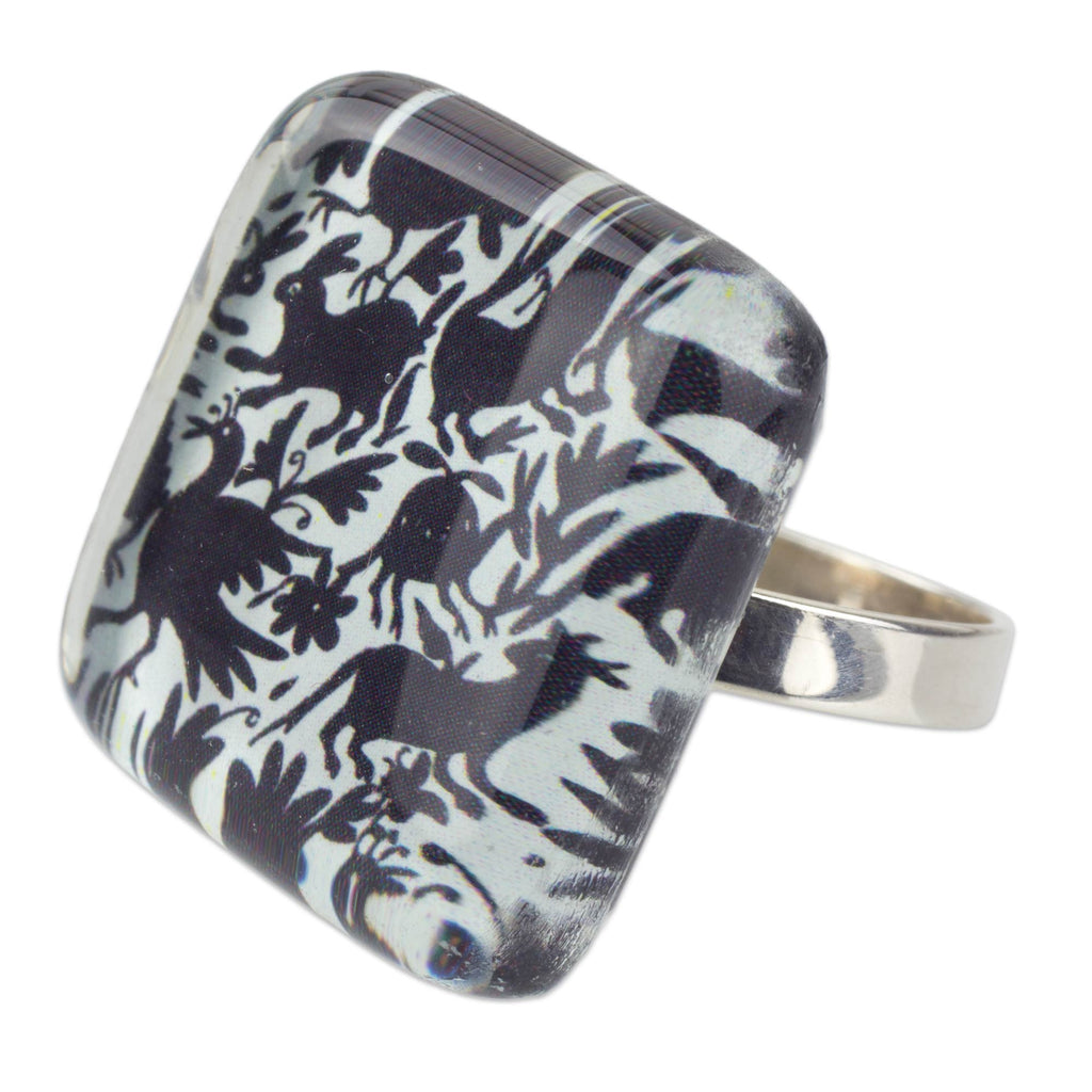 'Tenango Wonder' Black and White Hand Crafted Art Glass Silver Cocktail Ring