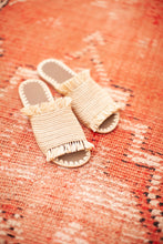 Load image into Gallery viewer, Handmade Raffia Sandals, size 7.5/8