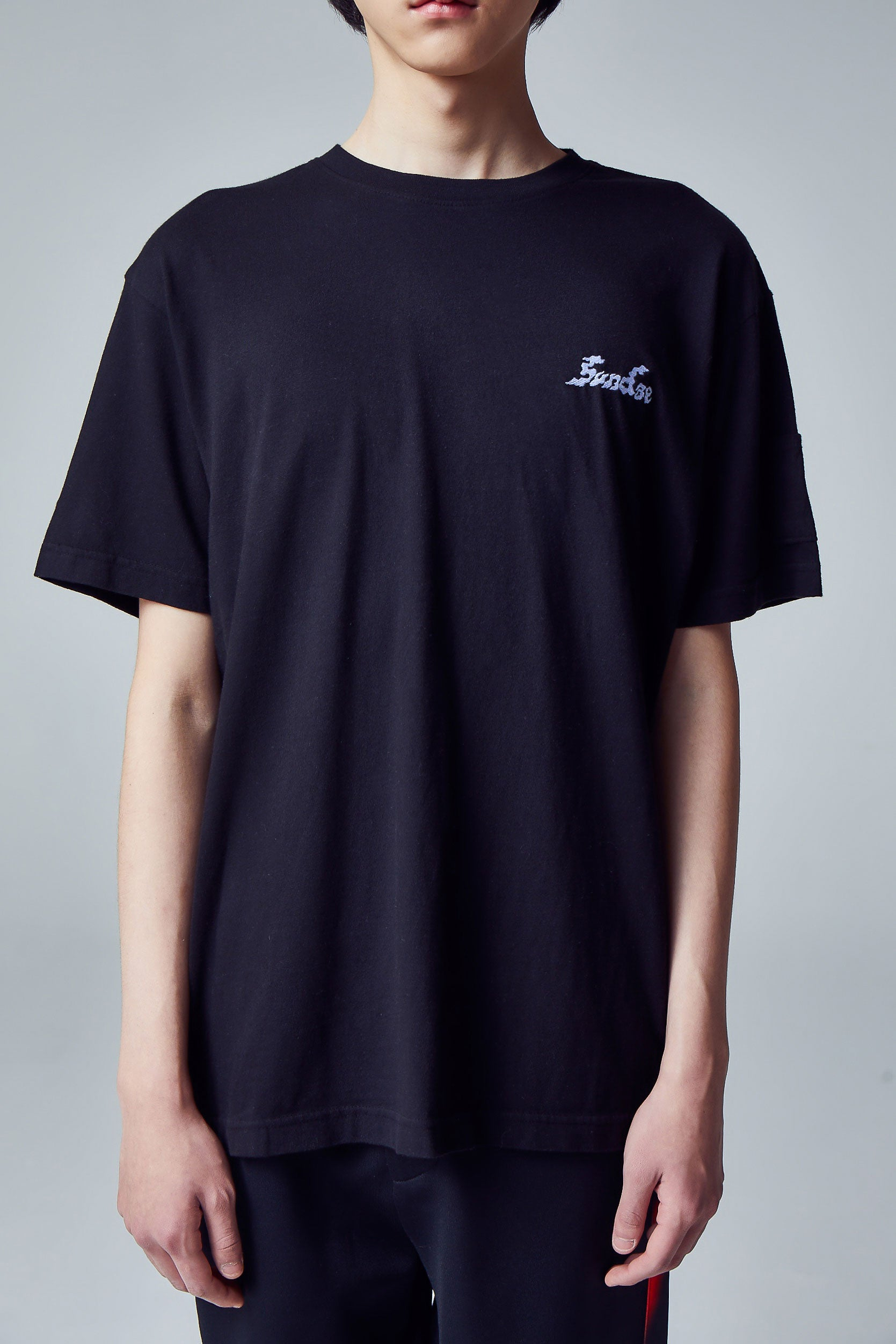 Wave Chainstitch 선 T-Shirt / Black