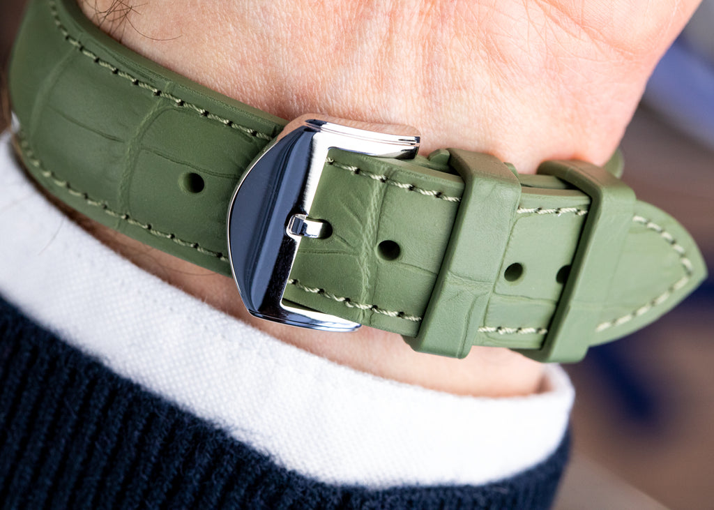 Highly polished watch buckle and rubber watch strap in green by ISOSWISS