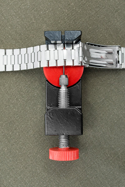 Heavy Duty Watch Bracelet Pin Removal Clamp (Usage Example)