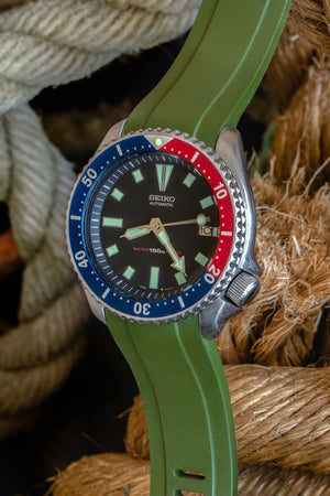 Crafter Blue Rubber Watch Strap for Seiko SKX Series in Green with Rubber & Steel Keepers (Promo Photo)