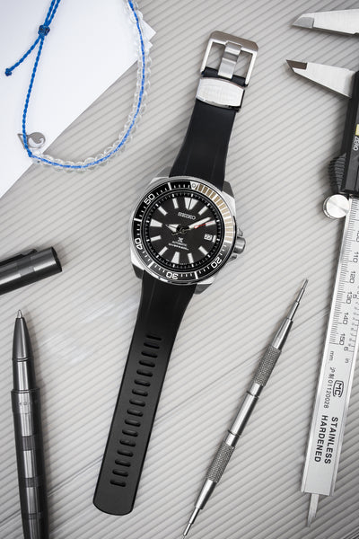 "Crafter Blue Rubber Watch Strap for Seiko ""New"" Samurai Series – Black & Blue (Promo Photo)"