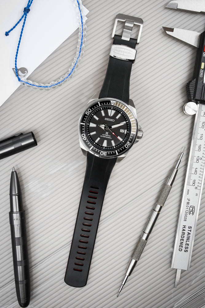 "Load image into Gallery viewer, Crafter Blue Rubber Watch Strap for Seiko ""New"" Samurai Series – Black & Red (Promo Photo)"