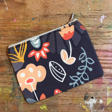Load image into Gallery viewer, Small Notions Pouch / Coin Purse Large Flowers